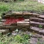Hasta garden/stone wall.